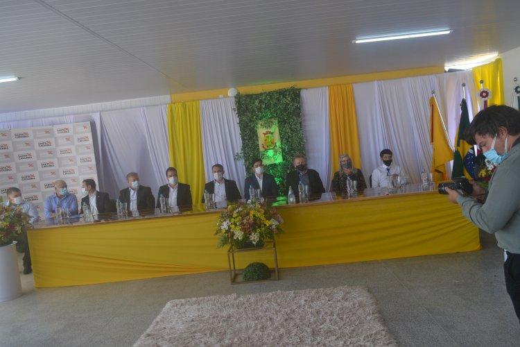 PREFEITO DOUGLAS INAUGURA ESCOLA PRINCESA IZABEL COM PRESENÇA DO GOVERNADOR E DEPUTADOS