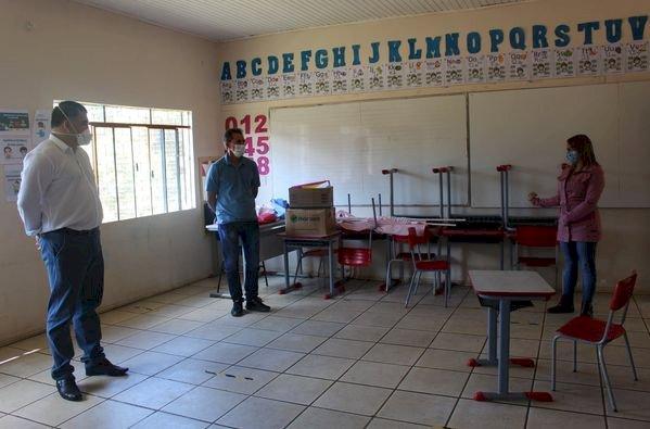 SECRETÁRIO DE EDUCAÇÃO E CULTURA,VISITA A ESCOLA SANTA CATARINA  DE FAXINAL DE SÃO PEDRO KM 26
