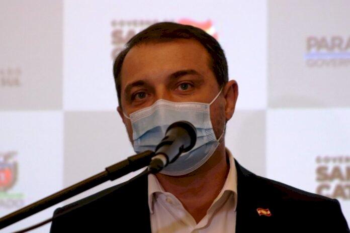 CARLOS MOISÉS DE VOLTA AO CARGO DE GOVERNADOR DE SANTA CATARINA, MESMO ANTES DE ENCERRAR A VOTAÇÃO DE SEU JULGAMENTO