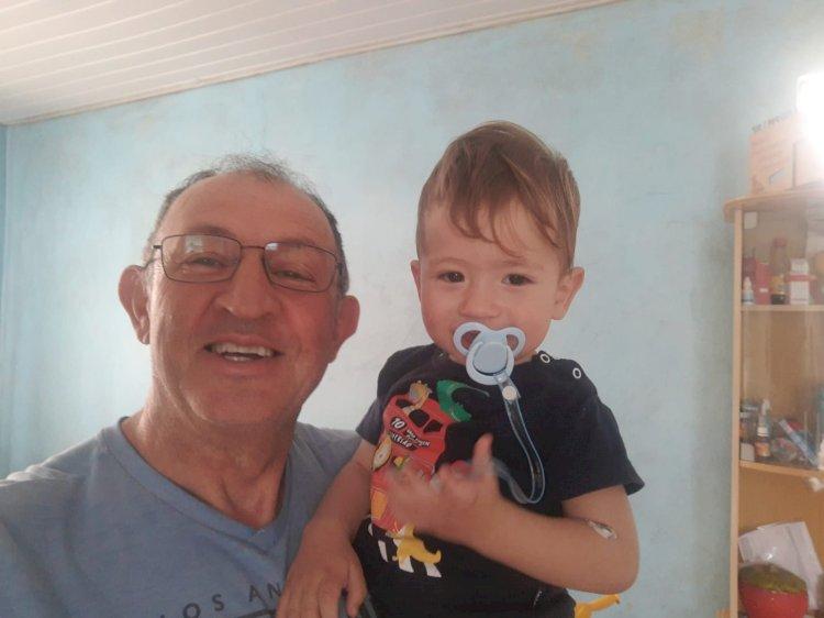 LEBON RÉGIS: POLICIAL MILITAR RODOVIÁRIO DE FOLGA SALVA CRIANÇA ENGASGADA